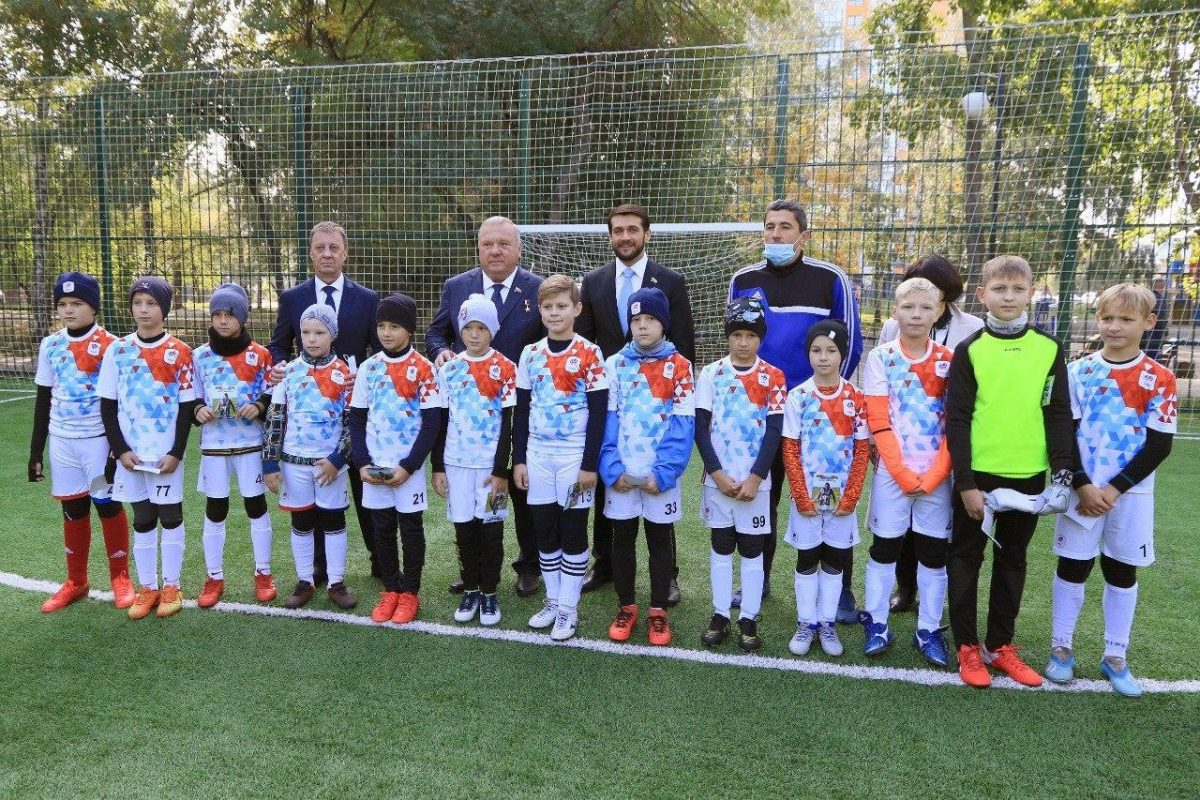 В Барнауле состоялось открытие новой спортивной площадки для мини-футбола в сквере Химиков
